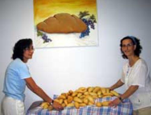 Manos abiertas para repartir y compartir el pan